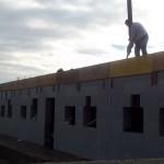 egerszalókon isoshell iss 30-as falszerkezetű fokozottan energiatakaréko sorház épül az elemeket gépi betonozással készítik a hőszigetelt falrendszer kivitelezése e