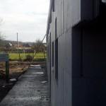egerszalókon isoshell iss 30-as falszerkezetű fokozottan energiatakaréko sorház épül az elemeket gépi betonozással készítik a hőszigetelt falrendszer kivitelezése h