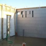 passív falelem hőszigetelt zsalurendszer isoshell icg szerkezet szerkezet építése a tetőszerkezet falazás munkák vége  j