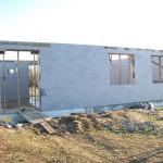 passzív falelem hőszigetelt zsalurendszer isoshell icg szerkezet szerkezet építése a tetőszerkezet falazás munkák vége  a